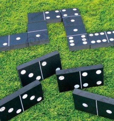 giant dominoes
